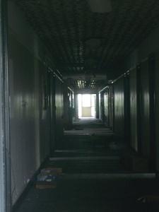 2016_Black_scary hallway